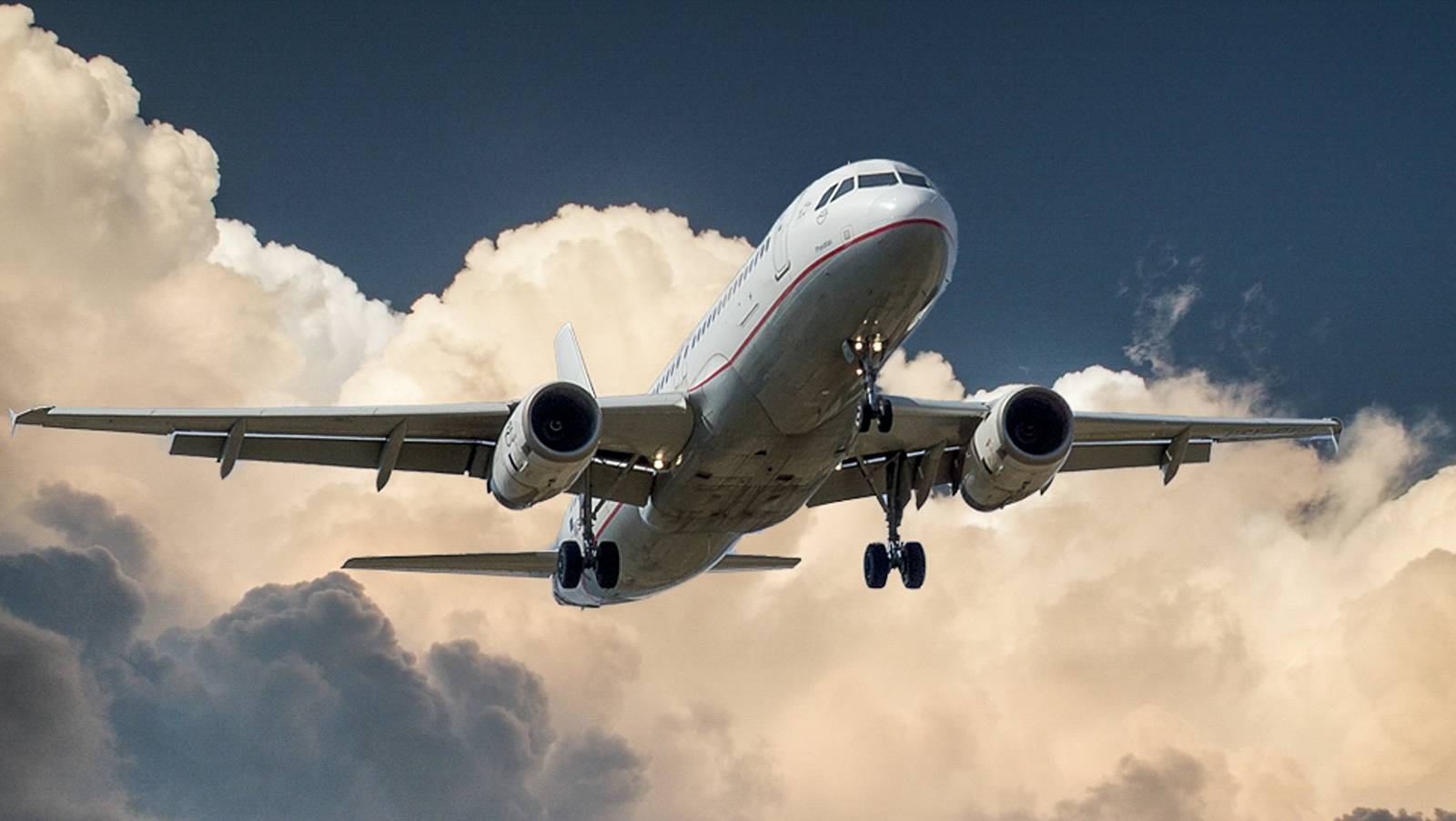 aircraft-jet-landing-cloud-46148