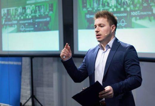 """""""Biznesów opartych na pasji upada znacznie więcej…"""" – rozmowa z Michałem Koslem"""